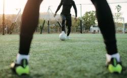 少年サッカー・練習メニュー【2対1のコンビネーション突破】4人組