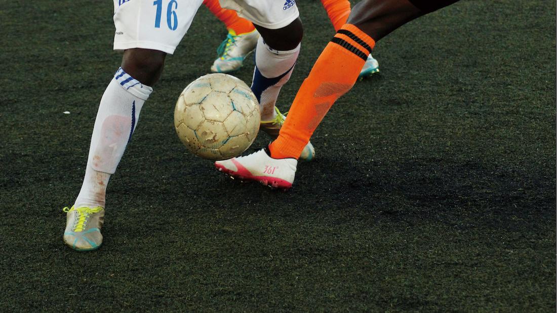 少年サッカー・練習メニュー【壁パスとドリブルの使い分け】1×1+1フリーマン